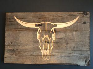 Tableau en bois gravé